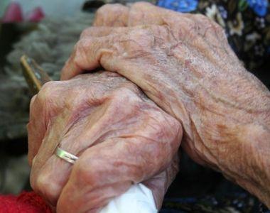"""Revoltator! In loc de flori, o batranica de 87 de ani a """"primit"""" un viol..."""