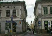 Cel mai ingust trotuar din Romania este la Cluj! Pietonii fac echilibristica pentru a putea circula pe strada respectiva!