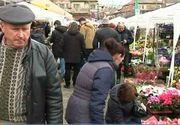 Comerciantii au profitat de ziua de 8 martie si au umflat preturile florilor! Cat a ajuns sa coste un trandafir!
