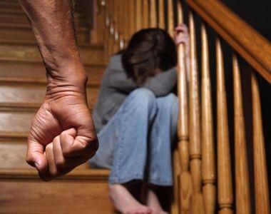Un barbat din Valcea si-ar fi abuzat fiica vitrega timp de patru ani si a amenintat-o...