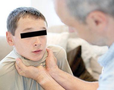 Un baietel, in varsta de opt ani, a fost batut cu parul de invatatorul sau, in timpul...