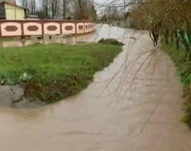Sudul tarii, sub ape. Hidrologii au emis o avertizare Cod rosu de inundatii – Vezi aici...