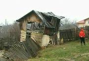 Alunecari de teren in Dambovita si Prahova! Oamenii se tem ca se vor darama casele peste ei