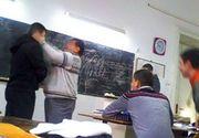 Imagini revoltatoare intr-o scoala din Botosani! Un profesor a fost batut de doi elevi chiar in timpul orei!