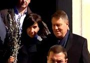 """Presedintele Klaus Iohannis si sotia lui, prezenti la slujba catolica de Paste! """"Primiti in suflete Lumina Sfanta si binecuvantarea Floriilor!"""""""