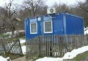 De afara pare un container banal! In realitate, inauntru se adapostesc mai multi copii care il folosesc pe post de gradinita! Imagini triste in Romania secolului 21!
