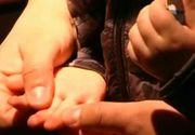 Un copil de doar doi ani din Oradea s-a a fost electrocutat dupa ce a atins un bancomat! Marturii socante ale parintilor micutului!