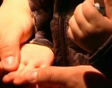 Un copil de doar doi ani din Oradea s-a a fost electrocutat dupa ce a atins un...