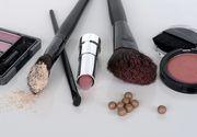 TOP 5 produse cosmetice pe care trebuie sa le ai in geanta