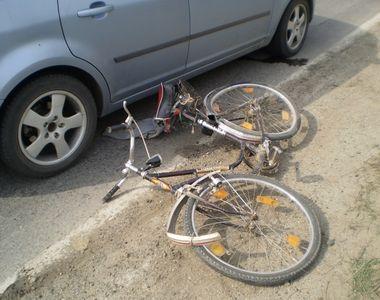 Cea mai noua escrocherie in trafic! Isi arunca bicicleta in fata masinilor si se...
