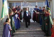 """Regele Cioaba o ia pe urmele lui Nicolae Ceausescu: """"Promit ca voi lupta pentru natiunea rromilor"""""""