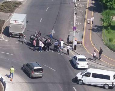 O femeie s-a rasturnat cu masina intr-o intersectie din Galati! Politistii s-au blocat...