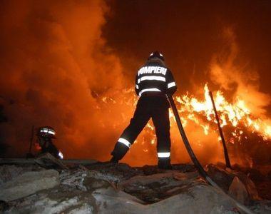 Incendiu de proportii in Hunedoara. Un muncitor este grav ranit!
