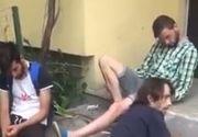 Imagini halucinante surprinse in fata unui bloc din Cluj! Trei tineri, drogati cu etnobotanice, zaceau intr-o balta de urina!