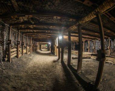 Cutremur intr-o mina. 11 oameni au fost prinsi in subteran - 2 persoane au murit! Care...