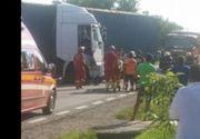 Accident grav in Prahova! Un TIR  a intrat intr-un autobuz plin cu calatori. 40 de persoane au fost implicate