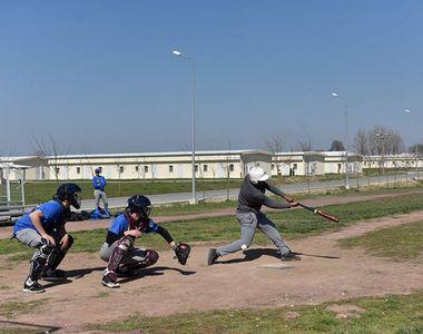 Mai buni ca americanii! Echipa nationala de baseball a Romaniei a invins echipa...