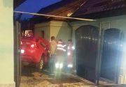 Incredibil! Un sofer din Baia Mare a zburat peste un sens giratoriu si a aterizat in curtea unei case