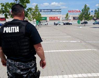 Valiza suspecta in parcarea unui complex comercial din Pitesti! Toata lumea a fost...