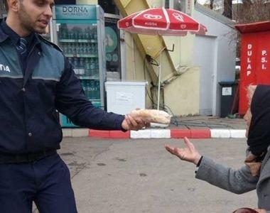 Gestul emotionant facut de un politist pentru o batrana a induiosat pe toata lumea....