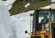 Zapada ca in plina iarna, in Romania! Drumarii lucreaza intens la indepartarea zapezii. Imagini IREALE pentru perioada aceasta - VIDEO