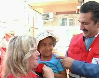Oficialii turci din Romania au bucurat mai multi copii si batrani nevoiasi cu ocazia...