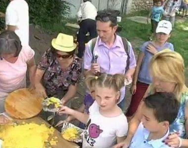 Delicii gastronomice in Marginimea Sibiului! Turistii au avut parte astazi de o...