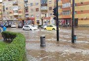 "O furtuna puternica a facut ravagii la Alba Iulia. Canalizarile s-au infundat si orasul s-a transformat intr-o ""Mica Venetie"""