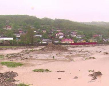 Avertisment dur de la meteorologi! Este cod portocaliu de inundatii in mai multe judete...