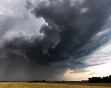 Cod portocaliu de ploi torentiale si furtuni puternice! ANM avertizeaza ca ne asteapta...