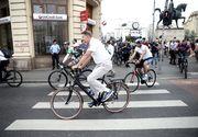"""Klaus Iohannis a mers pe bicicleta la marsul """"Pedalam pentru Romania"""", dedicat Centenarului Marii Uniri"""