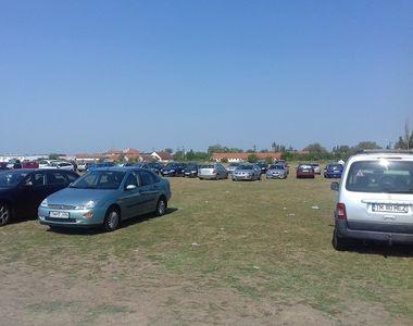 Problema locurilor de parcare exista si la periferie! In lipsa lor, oamenii isi lasa...