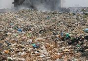 Centrul orasului Constanta este sufocat de un munte de deseuri! Cei care vor sa ajunga la Primarie trebuie sa ocoleasca sute de saci cu gunoaie