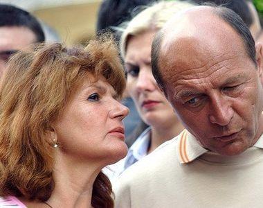 Sotia lui Traian Basescu s-a angajat la 65 de ani, desi era casnica de la 29 de ani!...