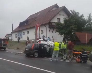 Accident grav intre Brasov si Sibiu. Doi oameni au murit. Taxiul in care se aflau a...