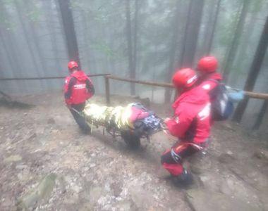 O batrana de 80 de ani a fost salvata de la inghet dupa ce a incercat sa urce, pe...