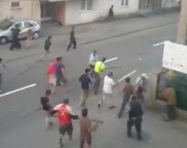 Razboi in plina strada la Targu Neamt! Macel intre zeci de romi care au distrus totul...