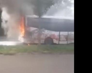 Clipe de cosmar la Braila! Un autobuz a luat foc in mers. Care este cauza incendiului