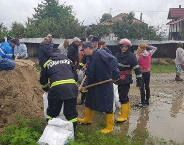 Inundatiile fac prapad in Romania! E jale in Valcea! E instaurat COD ROSU de...