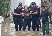 Mobilizare de forte in Valcea! Pompierii militari intervin si la aceasta ora pentru evacuarea apei din gospodariile oamenilor. In localitatea Babeni oamenii au fost evacuati