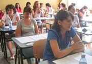 Jenant! O profesoara a fost prinsa cum copia la examenul de titularizare! Avea telefonul ascuns in chiloti