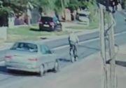 Video socant! Un biciclist a fost spulberat de o masina pe DN 71, in localitatea Baldana, Dambovita