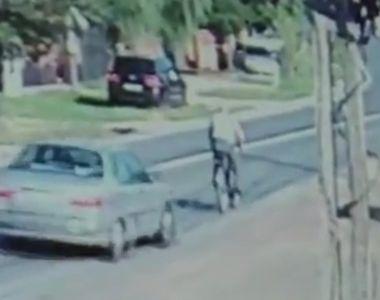 Video socant! Un biciclist a fost spulberat de o masina pe DN 71, in localitatea...
