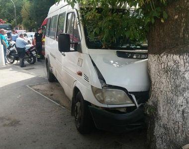 Sapte persoane ranite intr-un accident in care a fost implicat un microbuz cu pasageri,...