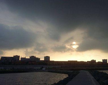 Fenomen rar, tot mai frecvent in Romania! O tornada s-a format pe litoralul romanesc....