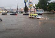 Codul galben de instabilitate atmosferica a adus ploi torentiale in Muntenia! La Craiova, strazile au fost inundate, iar mai multe masini au ramas blocat in apa