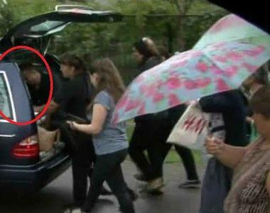 Gestul cutremurator facut la inmormantare de sotul politistei care si-a ucis copilul si...