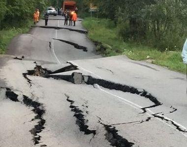 Drum National distrus de alunecarile de teren. S-a format o groapa de un metru adancime