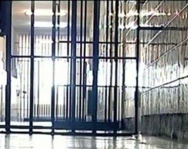 Angajatii penitenciarelor intra in GREVA japoneza si fac un miting de protest....