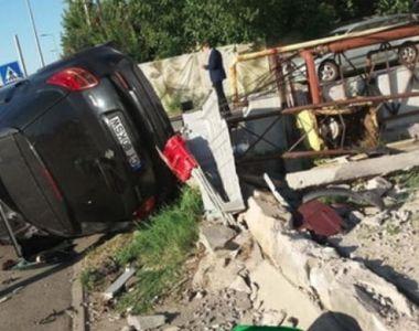 Accident ingrozitor in Pipera. O masina a fost proiectata pe trotuar, unde a lovit o...